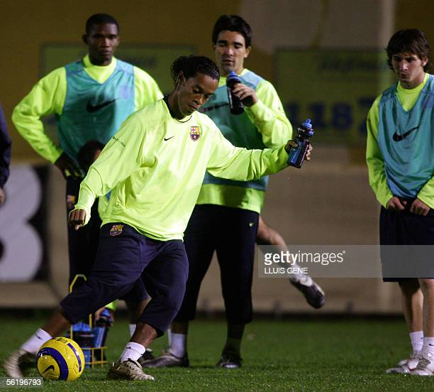 Barcelona's Samuel Eto'o of Cameroon Brazilian Ronaldinho Portuguesse Deco and Argentinian Leo Messi take part in a training session 17 November 2005...