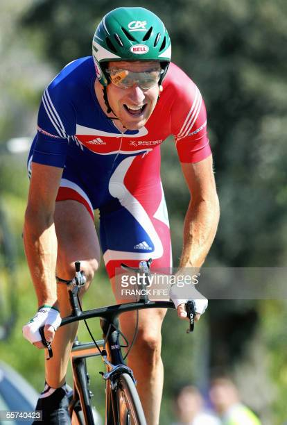 Britain Bradley Wiggins rides during the men's time trial race at the 2005 UCI World Road championships, 22 September 2005 in Madrid. Australia's...