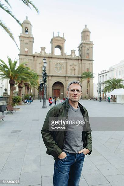 spain, canary islands, gran canaria, las palmas, man in front of catedral de santa ana - las palmas cathedral stock pictures, royalty-free photos & images
