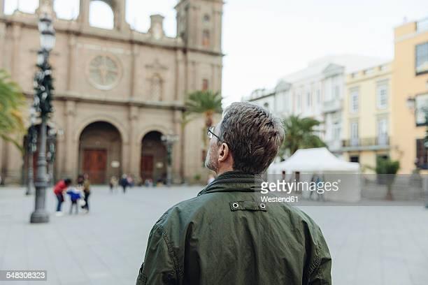 spain, canary islands, gran canaria, las palmas, man looking at catedral de santa ana - las palmas cathedral stock pictures, royalty-free photos & images