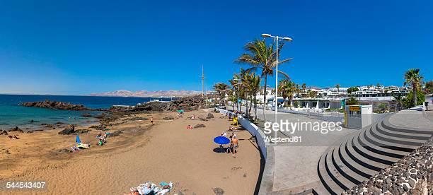 spain, canary islands, lanzarote, beach at puerto del carmen - puerto del carmen stock pictures, royalty-free photos & images