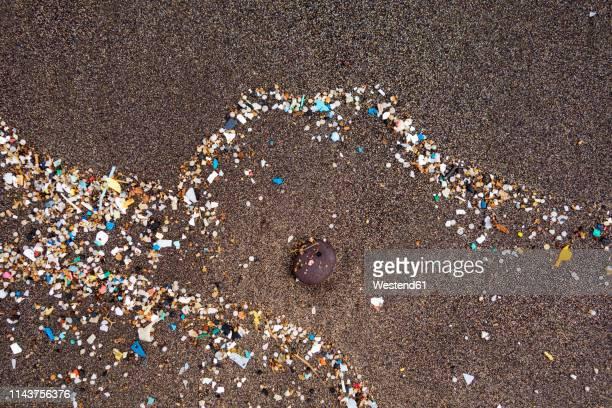 spain, canary islands, lanzarote, playa famara, microplastics, washed up on dark lava sand - 環境問題 ストックフォトと画像