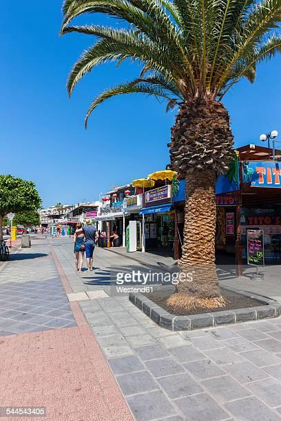 spain, canary islands, lanzarote, puerto del carmen, beach promenade - puerto del carmen stock pictures, royalty-free photos & images