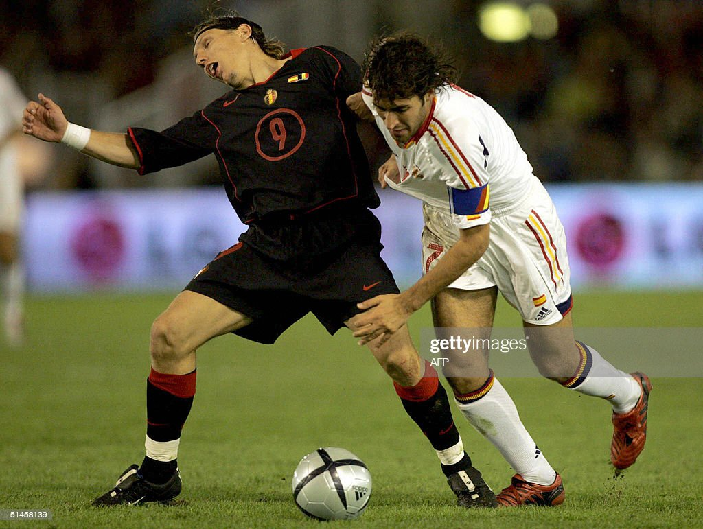 Spain captain Raul Gonzalez (R) vies with Belgium's Sonck (L) during a WC 2006 qualifying match against Belgium at Sardinero Stadium in Santander, northern Spain, 09 October 2004. Spain won the match 2-0. AFP Photo / Nacho CUBEDO