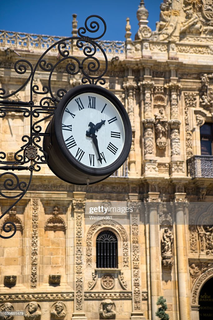 Spain, Castile and Leon, Province of Leon, Leon, Parador de Leon, old clock : Stock Photo