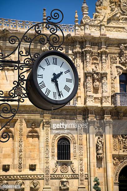Spain, Castile and Leon, Province of Leon, Leon, Parador de Leon, old clock