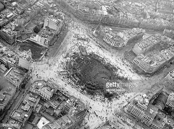 Spain Catalonia Barcelona Spanish Civil War Bird's eye view of the victory celebration on the Plaza de Cataluna in Barcelona after the collapse of...