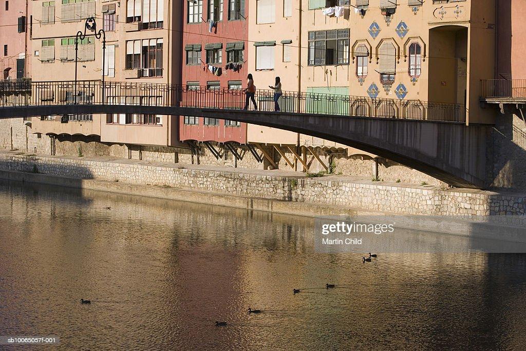 Spain, Catalonia, Girona, bridge over Onyar river : Foto de stock