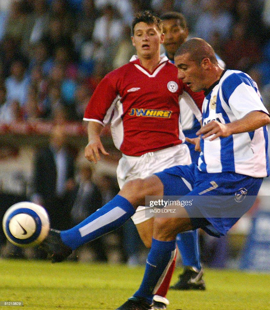 Deportivo La Coruna's Walter Pandiani (L : Foto jornalística