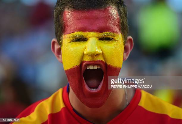 Spain fans cheer ahead of the start of the Euro 2016 group D football match between Croatia and Spain at the Matmut Atlantique stadium in Bordeaux on...