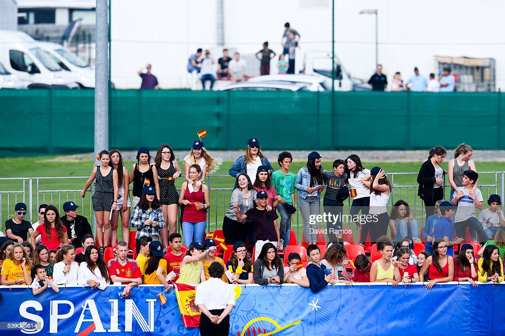 Spain fans cheer on during a training session on June 9, 2016 in La Rochelle, France.
