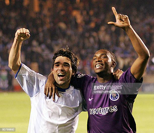 Fc Porto's team Deco and Benni McCarthy celebrate after winning their match against Deportivo Coruna during their Champions League semifinal second...