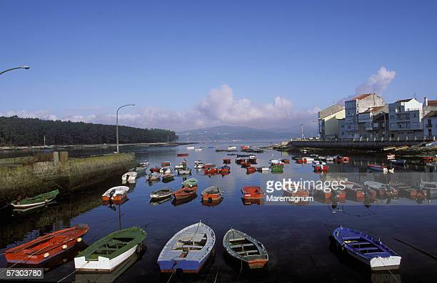 spain, galicia, rias bajas, carril. the port and the town. - datorport bildbanksfoton och bilder