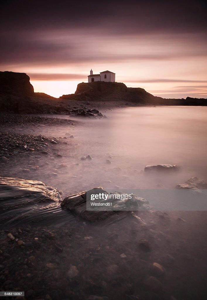Spain, Galicia, Valdovino, chapel at the coast : ストックフォト