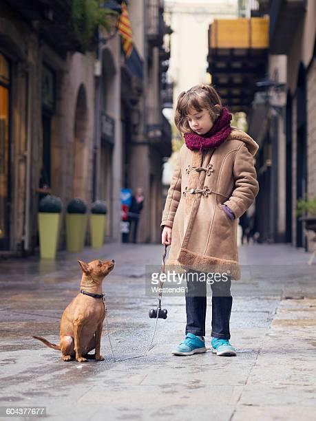 spain, girona, portrait of little girl and her miniature pinscher - pinscher nano foto e immagini stock