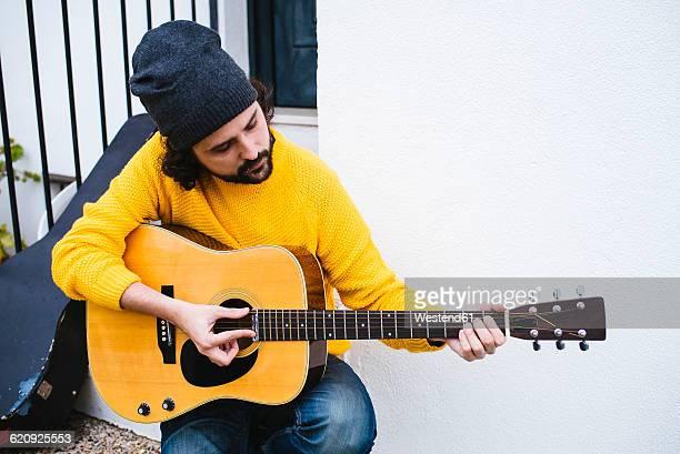 Spain, Jerez de la Frontera, Man with acoustic guitar