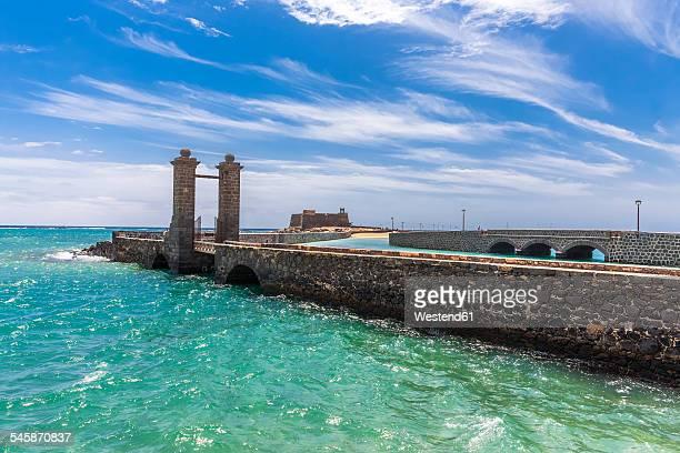 spain, lanzarote, arrecife, puente de las bolas in front of castillo san gabriel - arrecife stock photos and pictures
