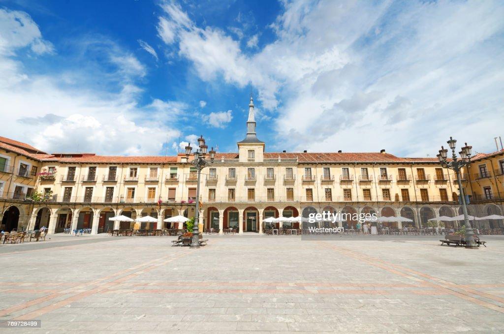 Spain, Leon, scenic view of Leon Major square : Stock Photo