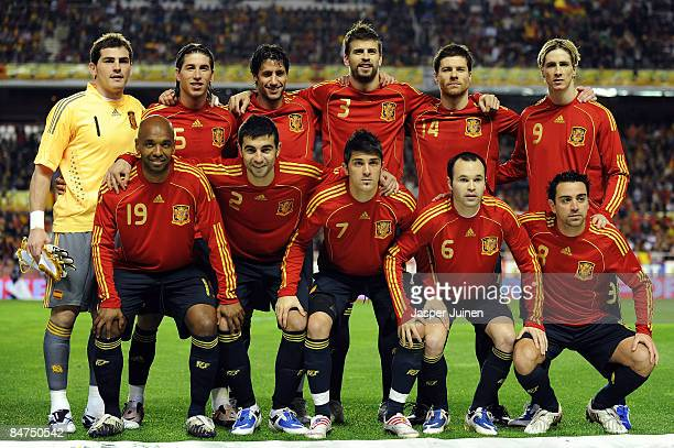 Spain line up during the International Friendly between Spain and England at the Ramon Sanchez Pizjuan Stadium on February 11 2009 in Seville Spain