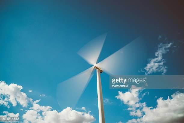 spain, lleida, rotating wind wheel - provinz lerida stock-fotos und bilder