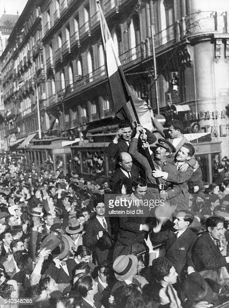Spain Madrid After the proclamation of the republic and the municipal elections that were won by the Republicans an officer with the flag of the...