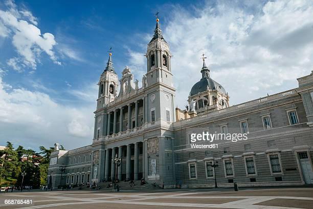 spain, madrid, almudena cathedral - アルムデナ大聖堂 ストックフォトと画像