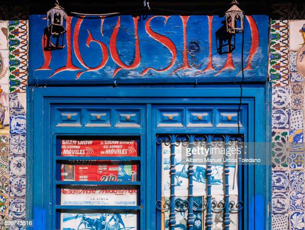 spain, madrid, el rastro flea market -blue door - el rastro stock pictures, royalty-free photos & images