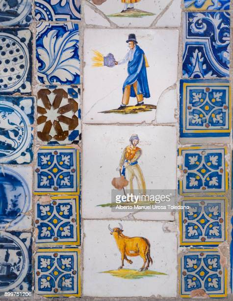 spain, madrid, el rastro flea market - tiles - el rastro stock pictures, royalty-free photos & images