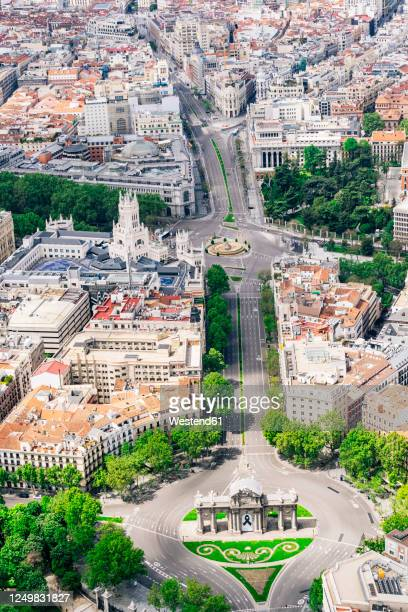 spain, madrid, helicopter view of empty plaza de la independencia during covid-19 outbreak - madrid stock pictures, royalty-free photos & images
