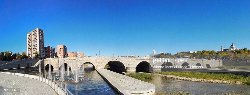 Spain, Madrid,  Madrid Rio - Puente de Segovia - Panoramic : ストックフォト
