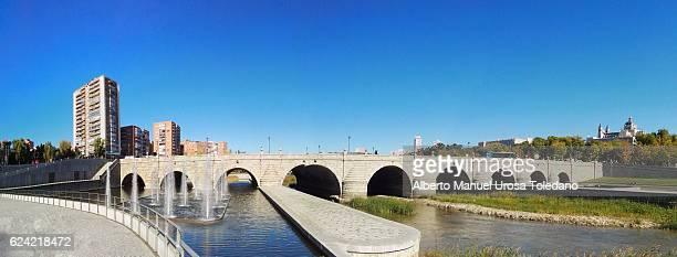 spain, madrid,  madrid rio - puente de segovia - panoramic - アルムデナ大聖堂 ストックフォトと画像