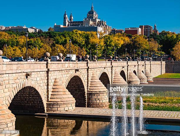 spain, madrid,  madrid rio - puente de segovia - madrid royal palace stock pictures, royalty-free photos & images
