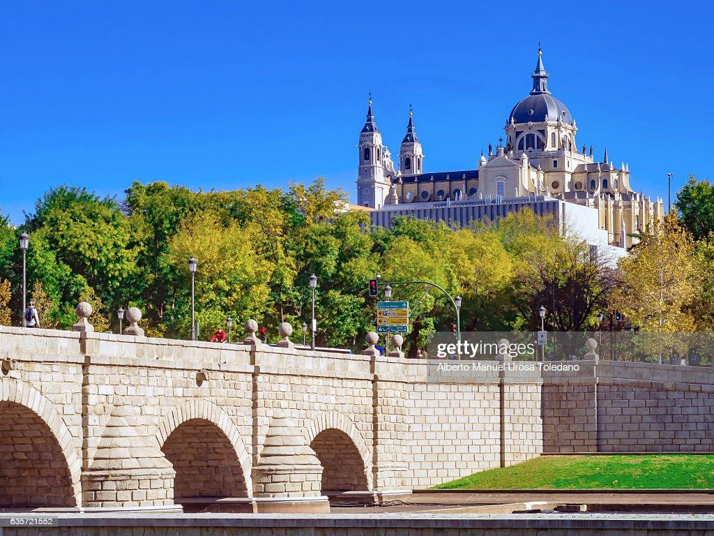 Spain, Madrid,  Madrid Rio - Puente de Segovia : ストックフォト