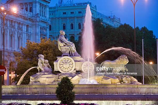 Spain, Madrid, Plaza de Cibeles with Fuente de Cibele at dusk