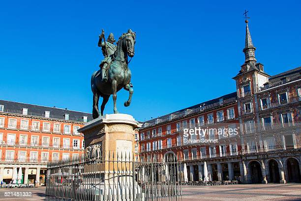 spain, madrid, plaza mayor, statue king philips iii - madrid stock pictures, royalty-free photos & images