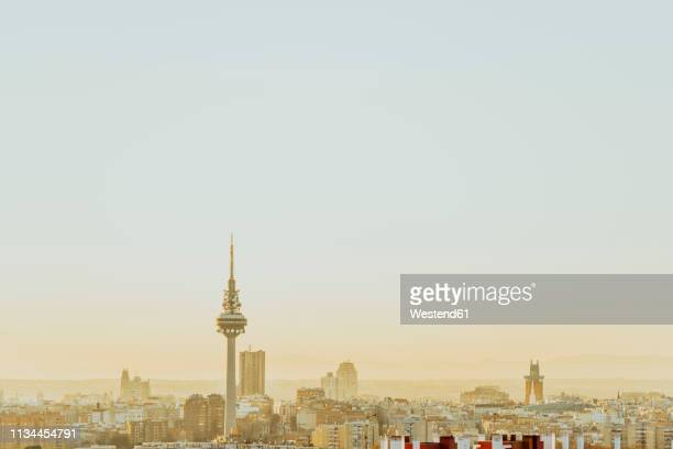 spain, madrid, skyline with television tower at dawn - horizonte urbano imagens e fotografias de stock