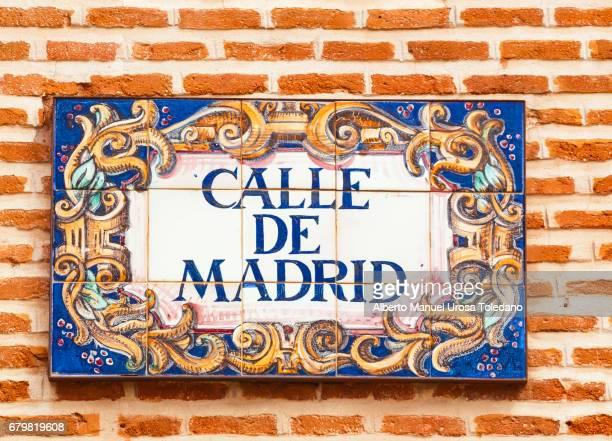 spain, madrid, street plaque. calle de madrid - tradición fotografías e imágenes de stock