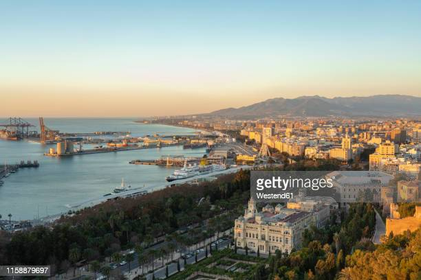 spain, malaga, view over the harbour and the townhall by sunrise - malaga fotografías e imágenes de stock