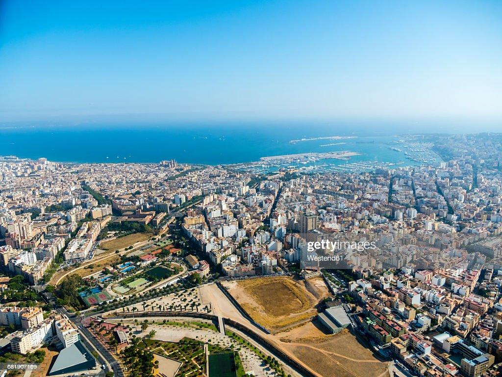 Spain, Mallorca, Palma de Mallorca, Aerial view of old town and bay : Foto de stock