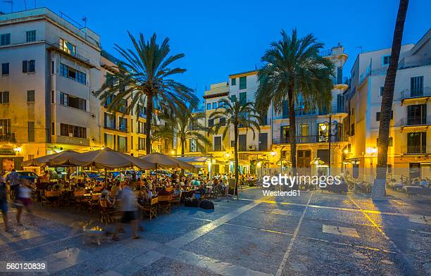 spain, mallorca, palma de mallorca, restaurants at paseo sagrera by night - majorca stock pictures, royalty-free photos & images