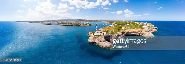 spain, mallorca, portocolom, punta de ses crestes, cala parbacana, lighthouse - islas baleares fotografías e imágenes de stock