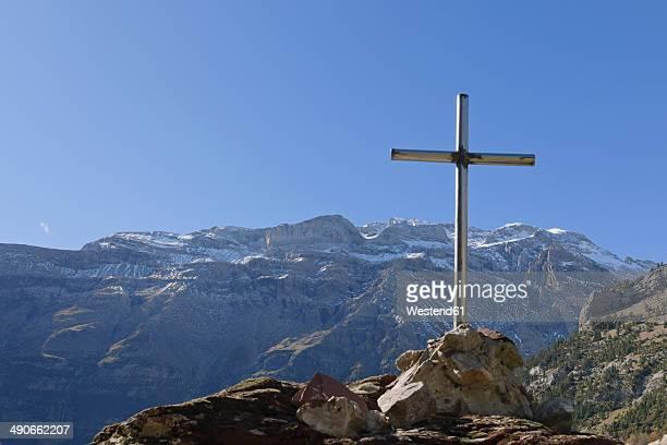 Spain, National Park Ordesa y Monte Perdido, Mamorial cross on Llanos de La Larri
