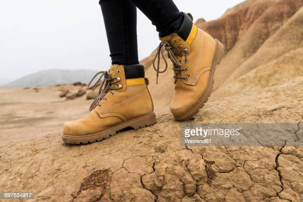 spain, navarra, bardenas reales, hiking shoes of young woman in nature park, close-up - leather boot stock pictures, royalty-free photos & images