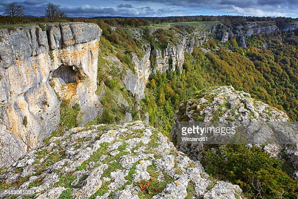 spain, navarra, nature park urbasa-andia, sierra de urbasa - comunidad foral de navarra fotografías e imágenes de stock