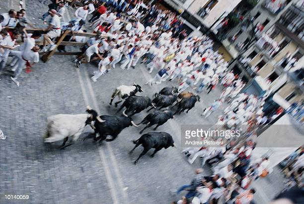 spain, pamplona, encierro, 'running of the bulls', elevated view - fiesta of san fermin stock pictures, royalty-free photos & images