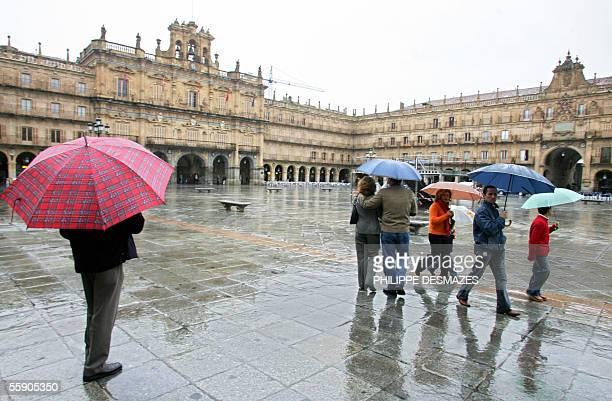 People walk around Salamanca's Plaza Mayor 12 October 2005 The XV IberoAmerican Summit will be held Friday and Saturday in this northern Spanish city...