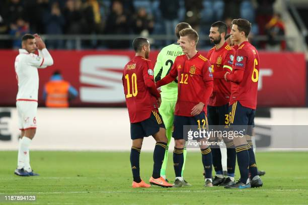 Spain players celebrate following their team's victory in the UEFA Euro 2020 Qualifier between Spain and Malta on November 15, 2019 in Cadiz, Spain.