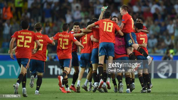 Spain players celebrate winning the 2019 UEFA U21 Final between Spain and Germany at Stadio Friuli on June 30 2019 in Udine Italy