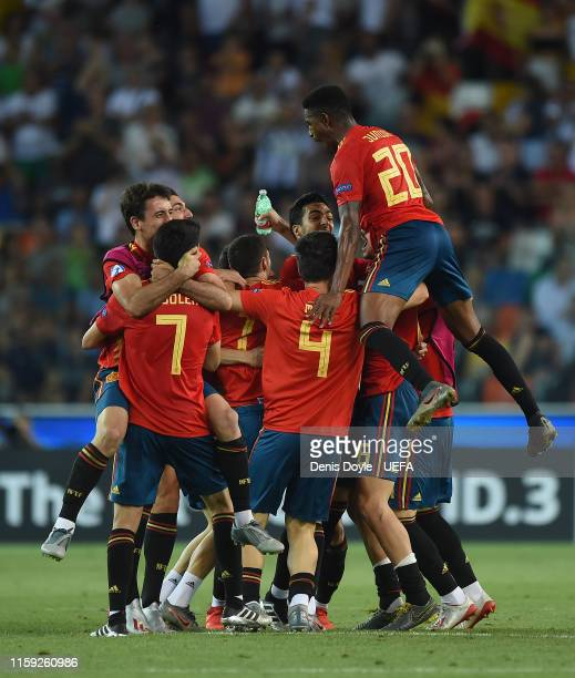 Spain players celebrate winning the 2019 UEFA U-21 Final between Spain and Germany at Stadio Friuli on June 30, 2019 in Udine, Italy.