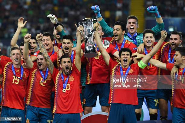Spain players celebrate with the trophy winning the 2019 UEFA U21 Final between Spain and Germany at Stadio Friuli on June 30 2019 in Udine Italy
